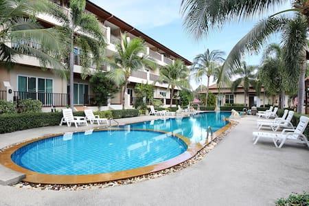 Beautiful Whispering Palms 1-Bed Condominium