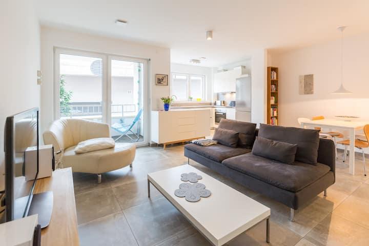 Zentrale Neubau-Wohnung nur 50 m vom Rheinufer