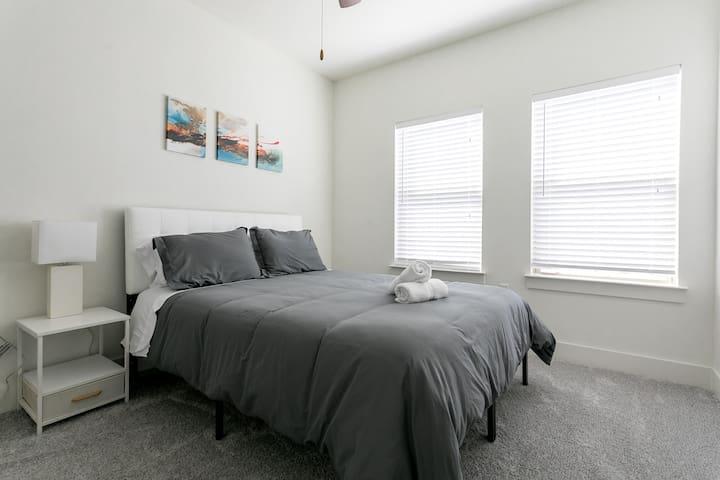 Guest Room 3 - Queen Bed