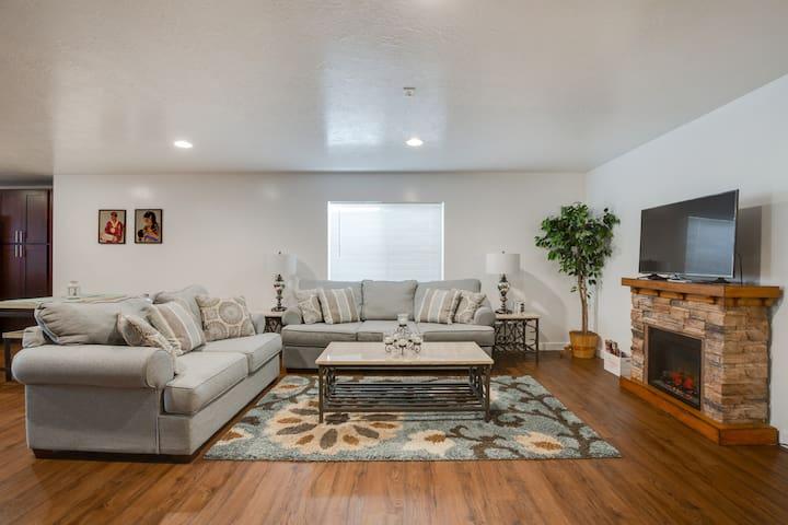 Spacious new basement apartment - gorgeous views