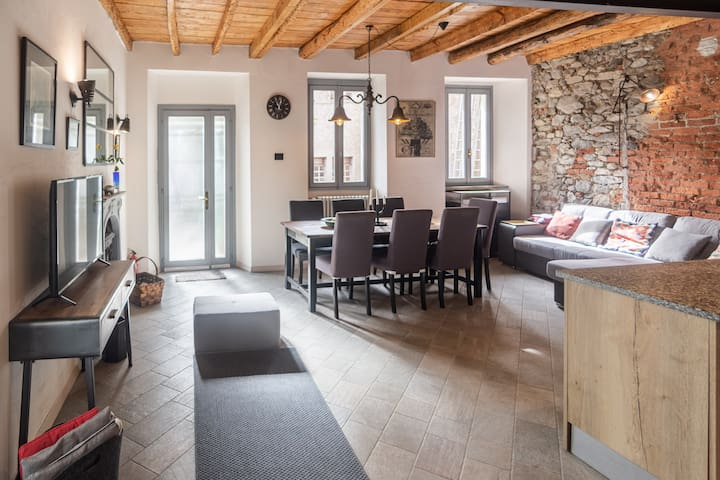 Ground floor, Open space:  safe fireplace,  folding sofa,  dining table, snack isle, fully equipped  kitchen; WiFi, TV, sound device, tourist info+books,  access to the terrace with outdoor table+6 chairs,  etc