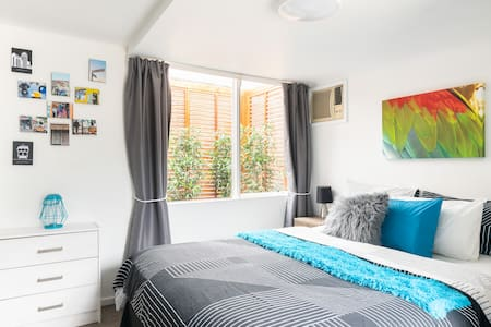 Modern Studio Apt between Seddon and Yarraville