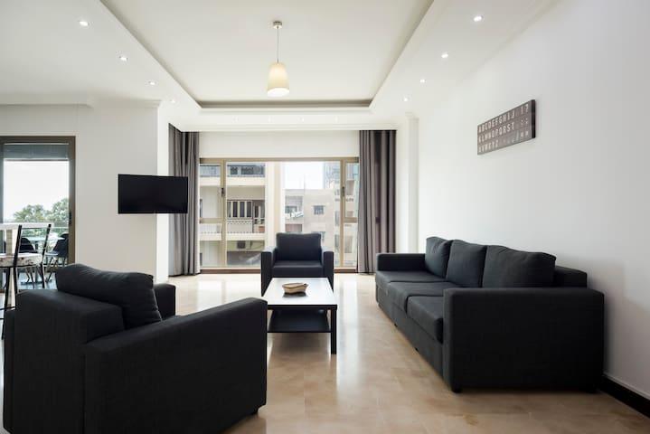 Modern 2 Bedroom Apartment In Gemmayze (2C)