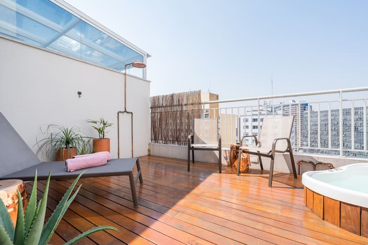PENTHOUSE MODERN AND COZY - 80m2 - PRIVATE JACUZZI