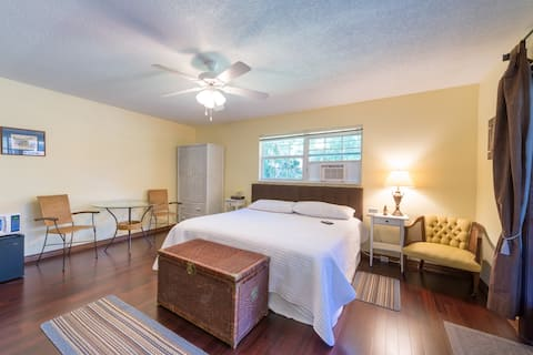 Tranquil Space for 1-2 Near Orlando! Books Fast!