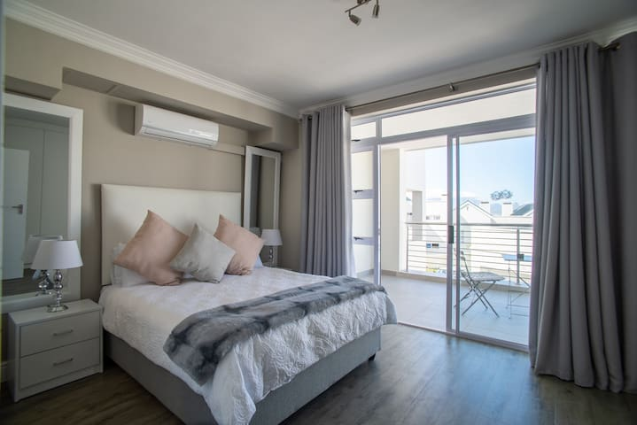 Bona View 29, Big Bay, Bloubergstrand