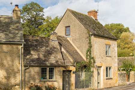 *COTSWOLD CORNER COTTAGE* 3-Bed, Nr. Stow-on-Wold