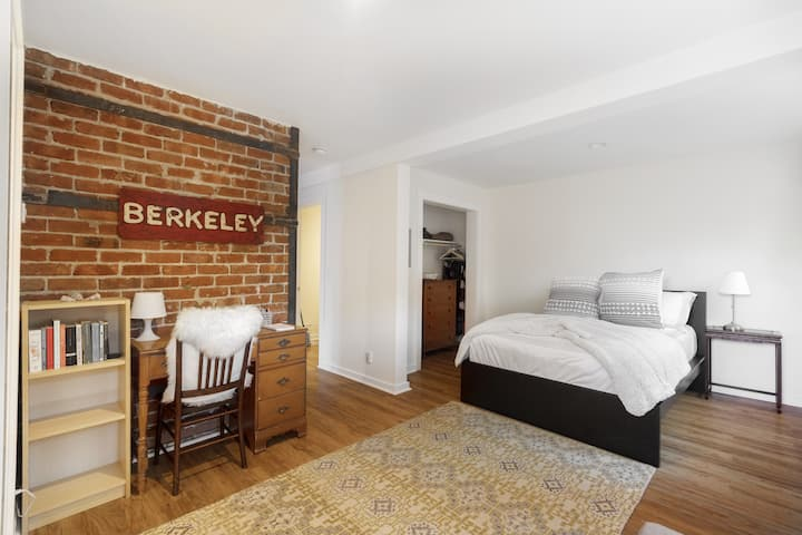 Private apartment: walk to downtown & UC Berkeley