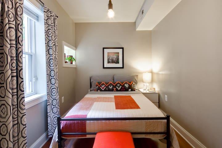 Spacious 1BR Apartment @ Convenient Location