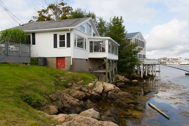Wonderful Rocky Neck home on Gloucester harbor