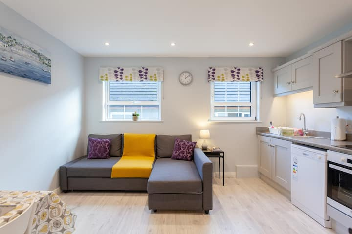 Stylish village Apt-close to NI's top attractions!
