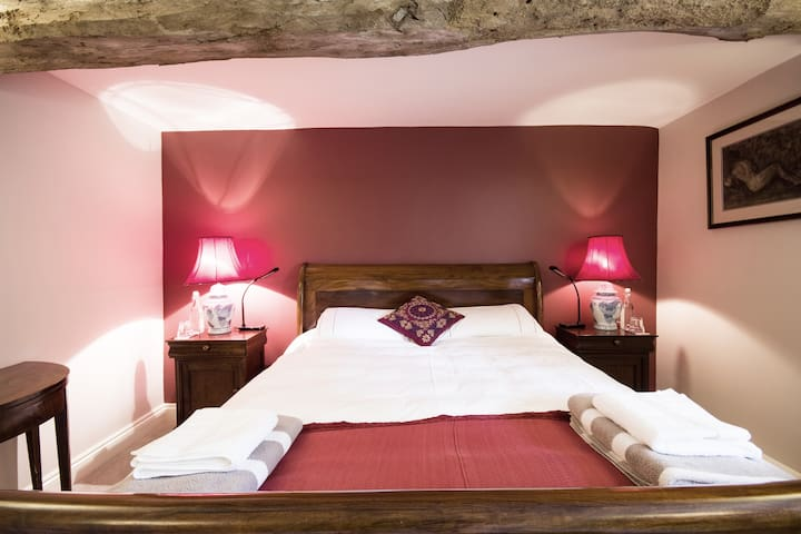 """""""Wessex"""" (Bedroom 2) with King double bed in rosewood"""
