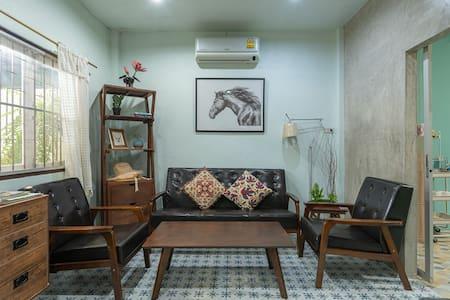 J Yim'S house No.4 【吉言家】温馨一家•清迈古城别院
