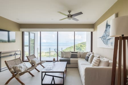Luxurious 1 bedroom condo with stunning oceanviews