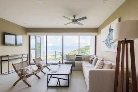 Luxurious 1 bedroom condo with stunning oceanviews
