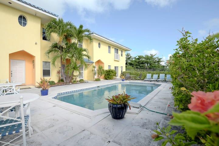 Luxury Oceanview Townhouse, Vista Marina, Bahamas