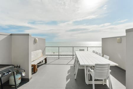 Beachfront  Private Roofdeck 3 Beds SecureParking