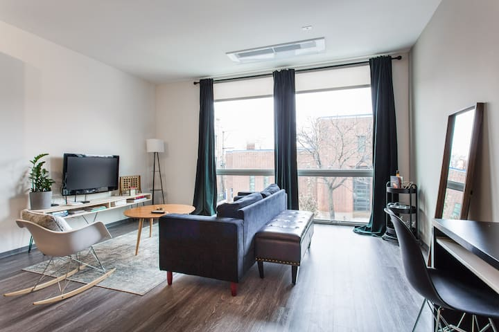 ✶Logan Square✶King Bed w/Roof, Gym, Train & Grocer