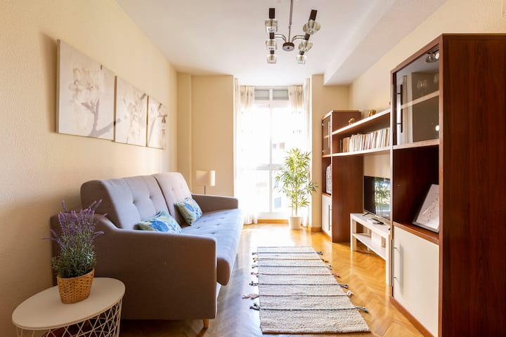 Free Parking - 1br, cozy, bright, central
