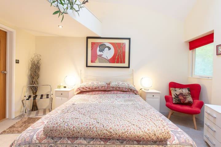 Delightful Cottage in Sydney Gardens with parking
