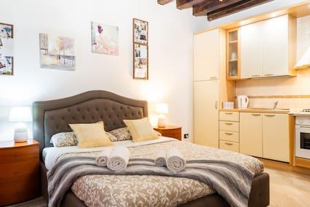 San Marco, Authentic & Elegant Venetian Apartment!