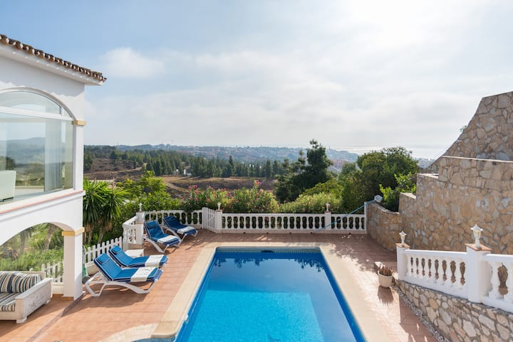 Gorgeous Villa panoramic views, 5min from La Cala!