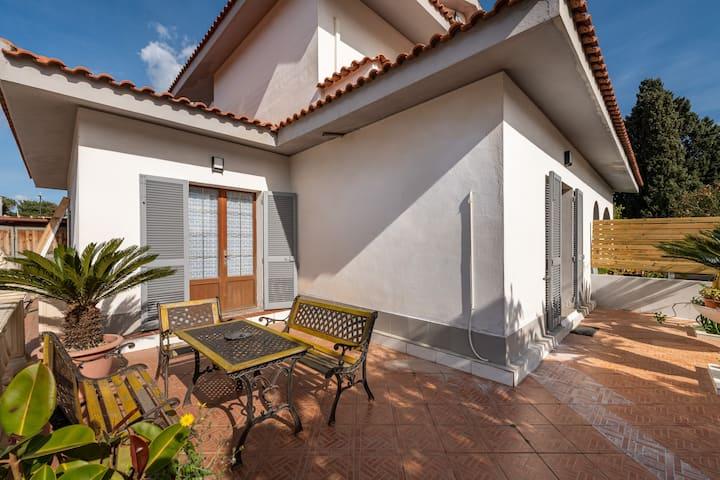 Relaxing & Modern Villa with Garden near the Beach