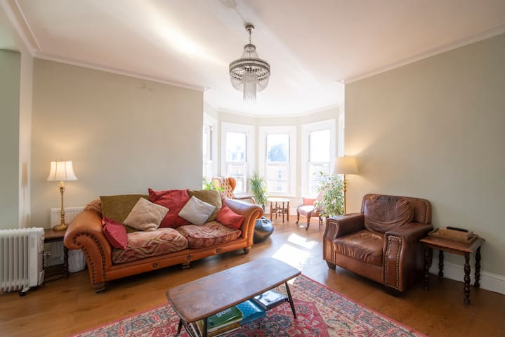 Lavishly appointed large 2 bed Victorian flat.