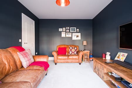 Comfortable Double Bedroom In ModernDetached House