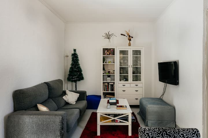 Hermosa y tranquila habitación con balcón