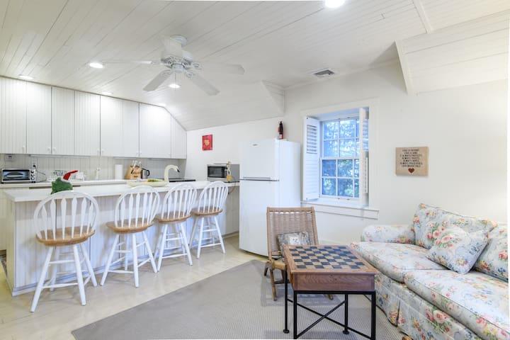 Le Cadeau - cozy apartment in a garden setting