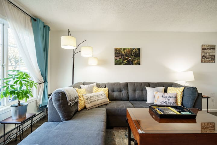 882 A Stunning Family Friendly Town home