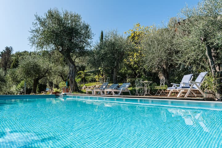 2rooms 4-5beds chalet-hilly farmhouse. Pool mt10x5