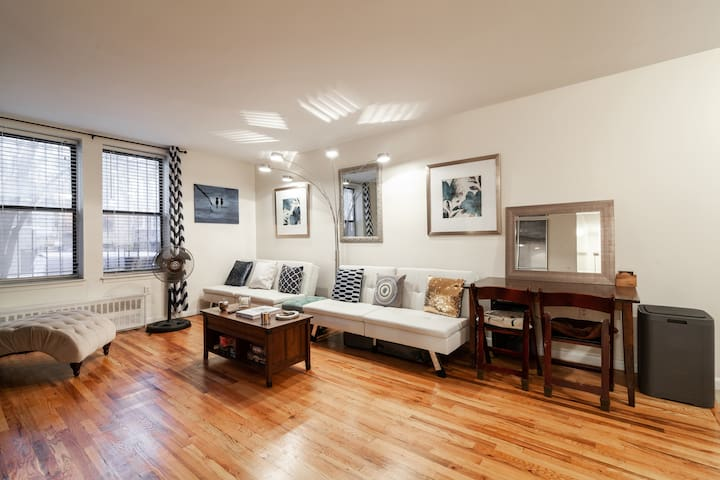 5Star Crown Heights Getaway | 4 Beds