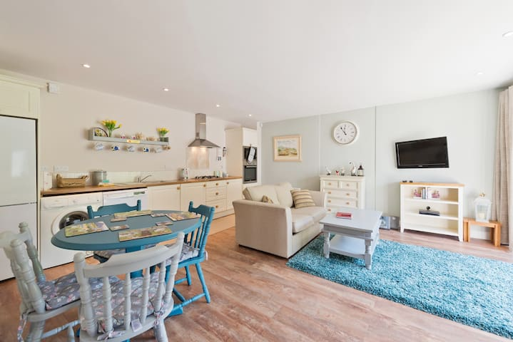Open plan dining, kitchen and living space