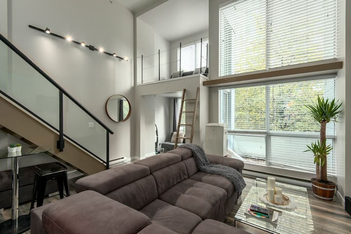 Modern 2 Floor Loft/ In The Heart of Downtown