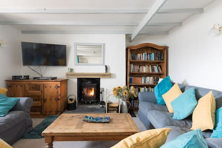 Idyllic cottage hideaway yards to Brecon Beacons