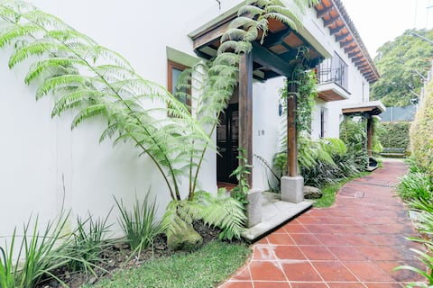 Child and Pet Friendly Home Near Antigua