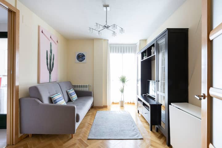 Free Parking - Super location, bright, 1br with AC