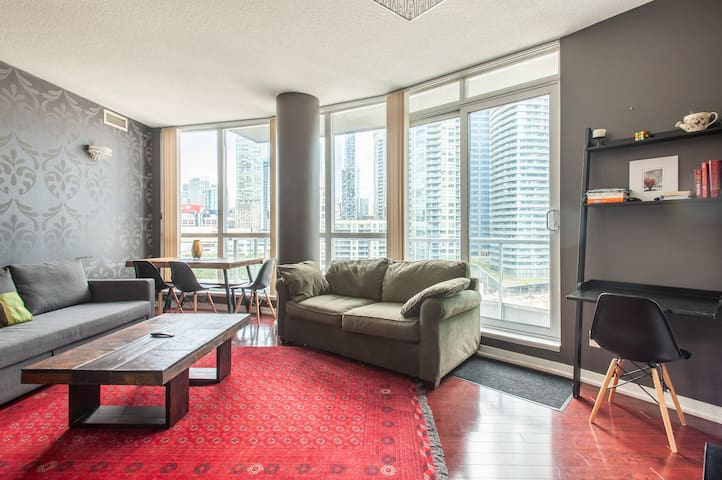 Executive Suite - Incredible CN Tower & City Views