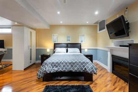 Stylish basement apartment close to Wonderland
