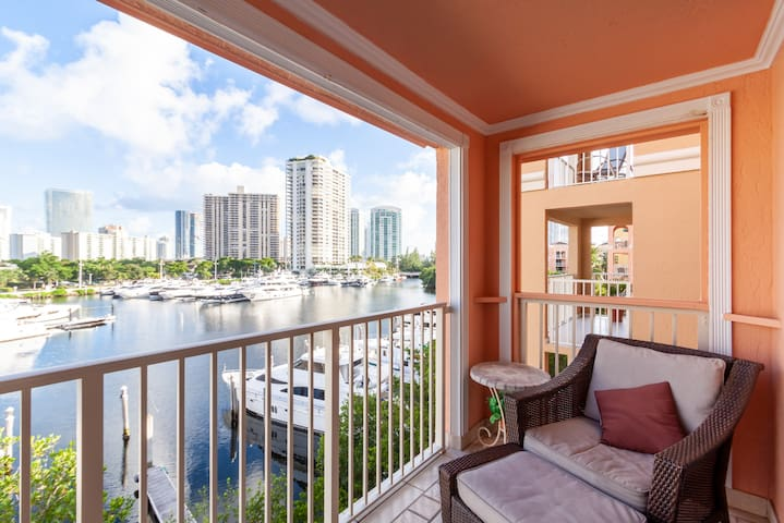 1/1 Intercostal view @ The Yacht Club At Aventura