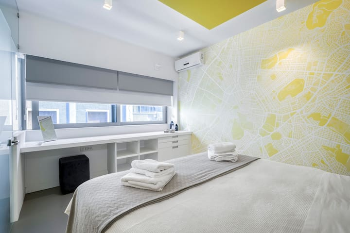 Bedroom1 - Queen bed 160cm x 200cm- working area - high speed wi-fi - blinds to control the light.