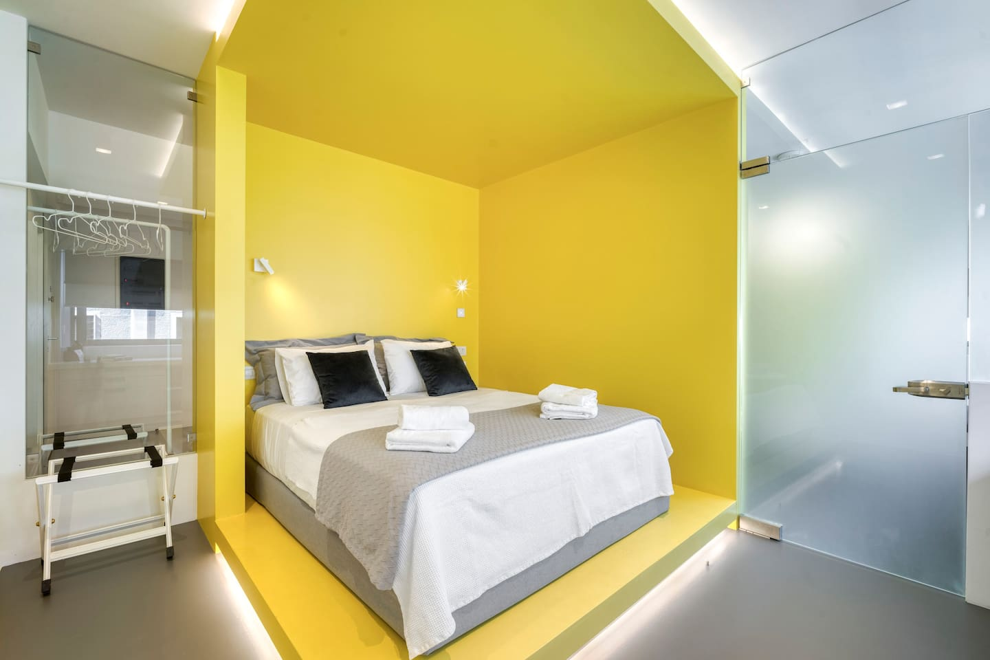 Athens Color Cube Yellow Luxury Apartment is 68.5 sqm. It is located 250m from Monastiraki Square. Aiolou Street is the epicenter of the Commercial Triangle of Athens, one of the most historic neighborhoods of Athens.
