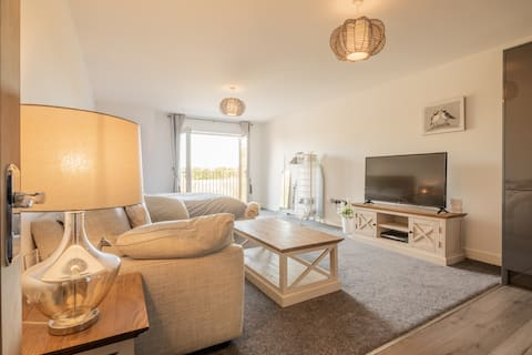 High quality studio - King Bed and Full SKY TV