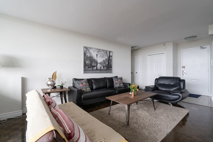 Large 2 Bedroom apartment, close to subway&mall