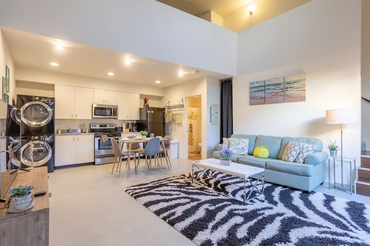 Modern Comfy Private Loft in downtown SD w Parking