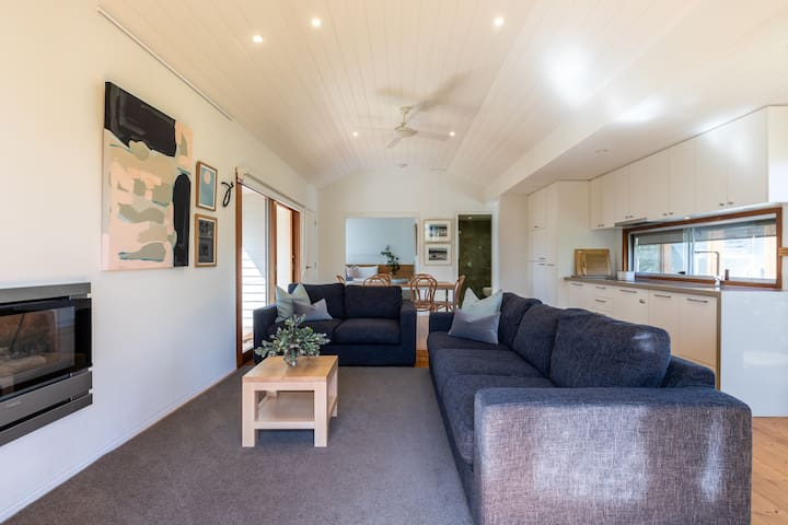 Unique riverside Boathouse in central Barwon Heads