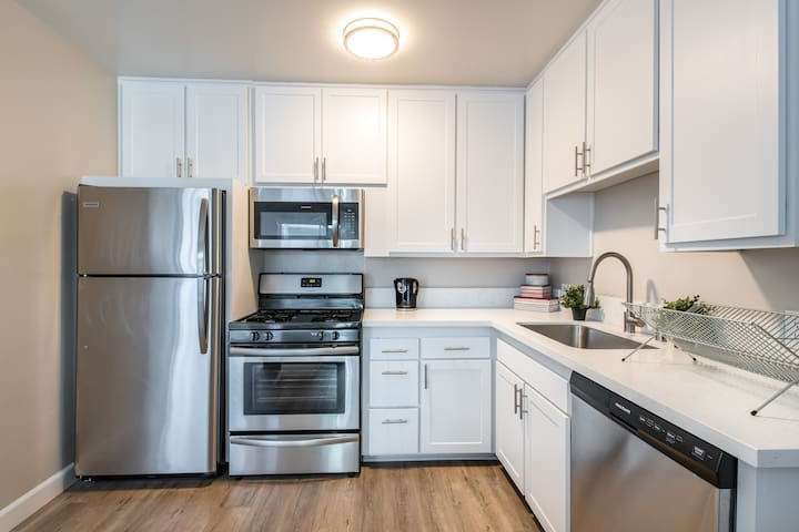$ Affordable Entire Apartment in Glendale
