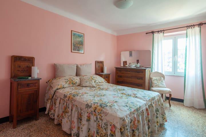 La camera da letto principale  The main bedroom